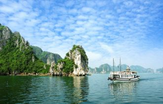 Group Tour: Saigon to Hanoi Tour