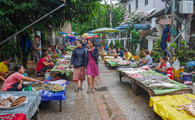best places for shopping in luang prabang 3