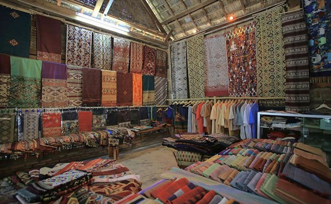 best places for shopping in luang prabang 16