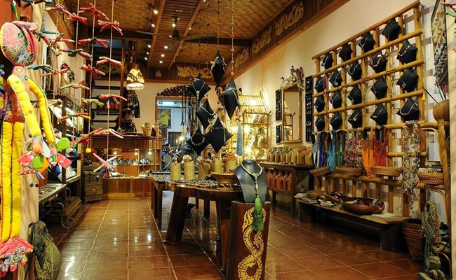 best places for shopping in luang prabang 12